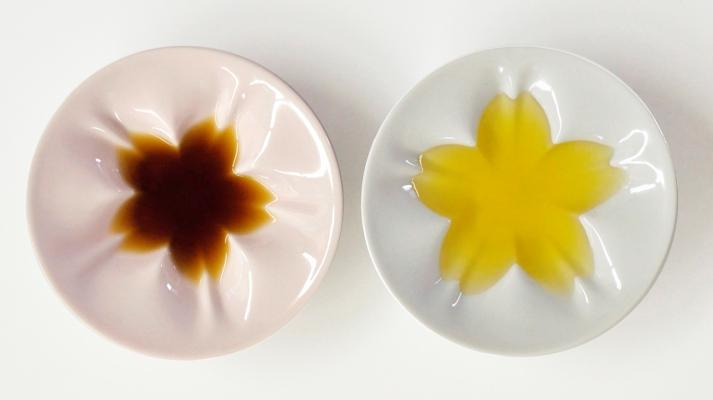 食卓に美しい桜を咲かせてくれる小皿