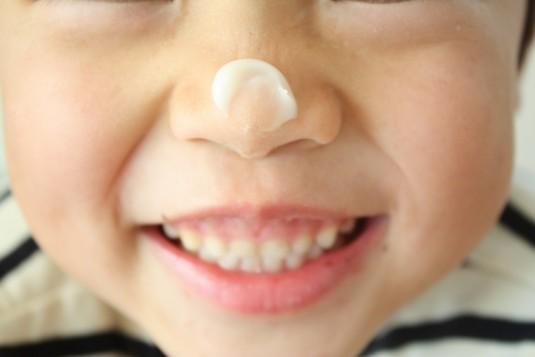 鼻にクリーム