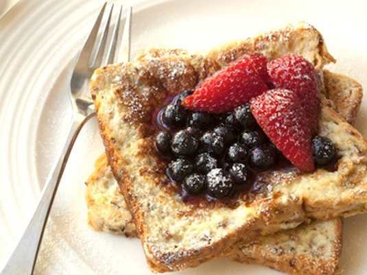 french-toast-with-berries-620x360