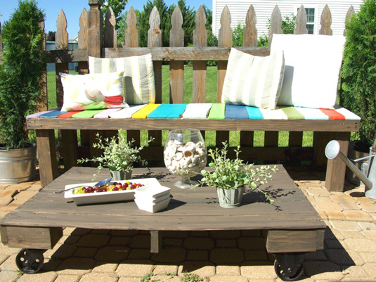 wood-pallet-outdoor-seating