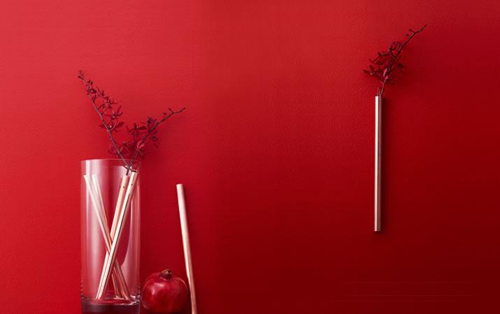 モダンな花器でスタイリッシュに飾るのも◎