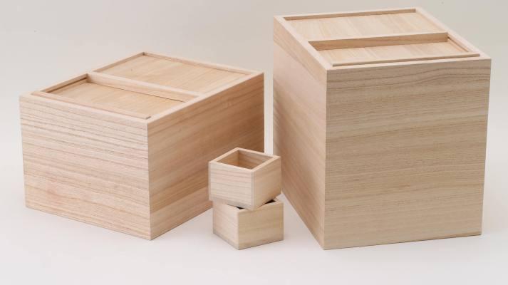 防虫効果抜群の桐の米櫃