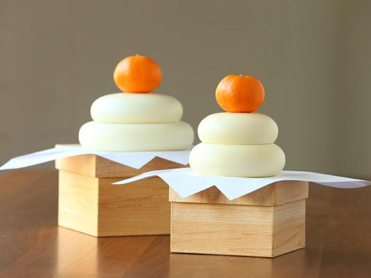 伝統緒の技が生きた、木製の鏡餅