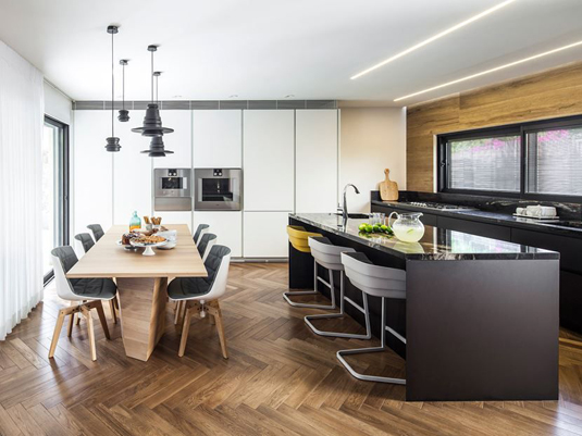 Bar-stools-are-the-most-beautiful-for-kitchen-island
