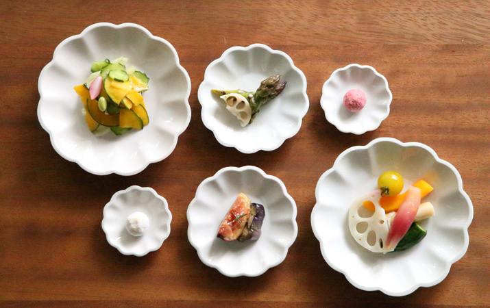 料理の美しさを引き立ててくれる豆皿