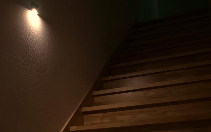 アレンジした壁面に馴染む、美機能ライト