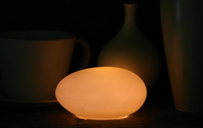 磁器から透ける優しい灯り