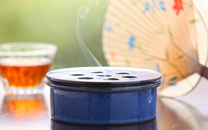 落ち着いた色、ブルーの鉢