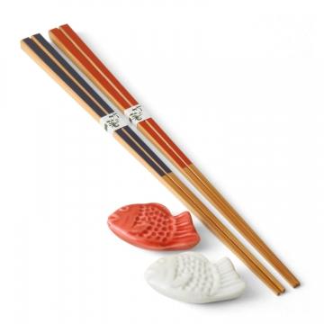鯛がモチーフの箸置きと、竹製のお箸セット