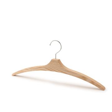 木製の上質なハンガー