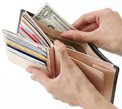 使い込むほどになじむシンプルな財布