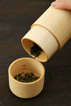 曲線が美しい木の茶筒