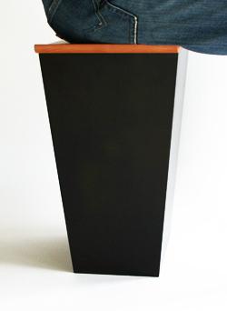 椅子のようなゴミ箱