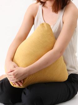 三角形の枕は使い方色々