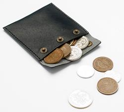 カワイイサイズ感。携帯する貯金箱
