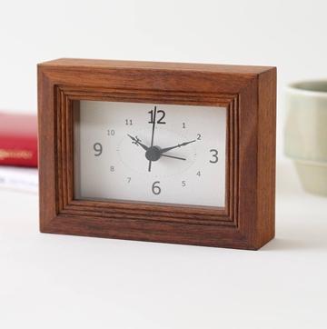 木製の置時計