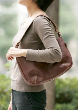 お気に入りのバッグで、気分上々!