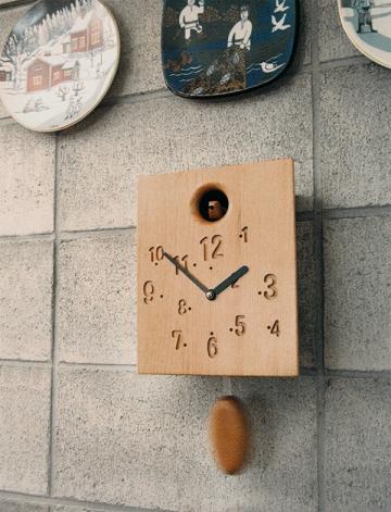 振り子を外して置時計にも。