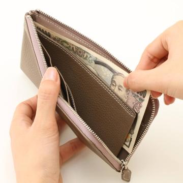 長財布では貴重なコンパクト設計