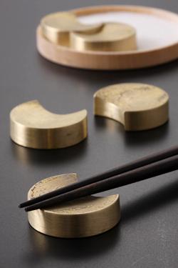 真鍮の重厚感が楽しめる箸置き